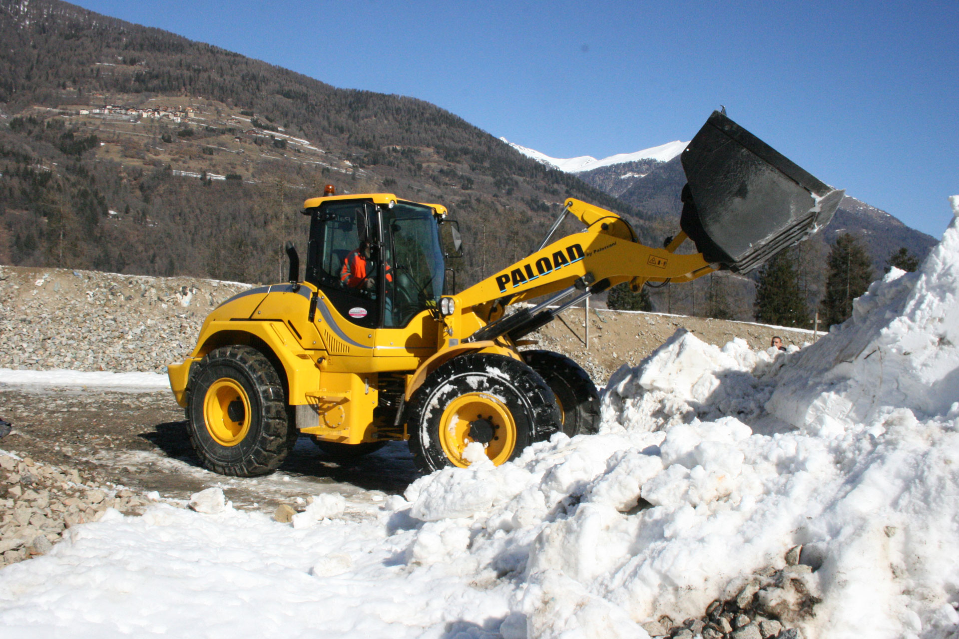 ONE WHEEL LOADER, MANY SOLUTIONS